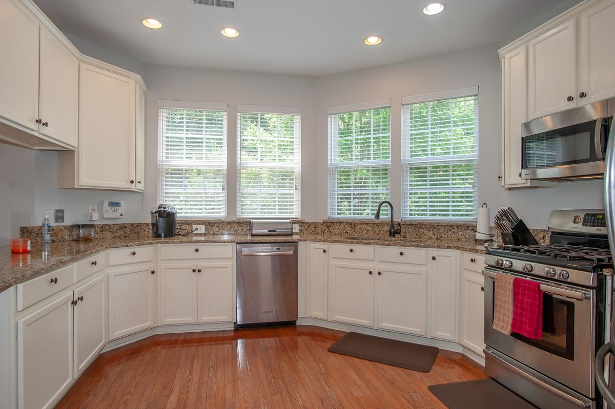 Beautiful kitchen in Kingstowne rental