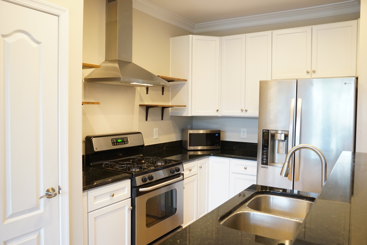 Lorton Virginia home for rent with updated kitchen.