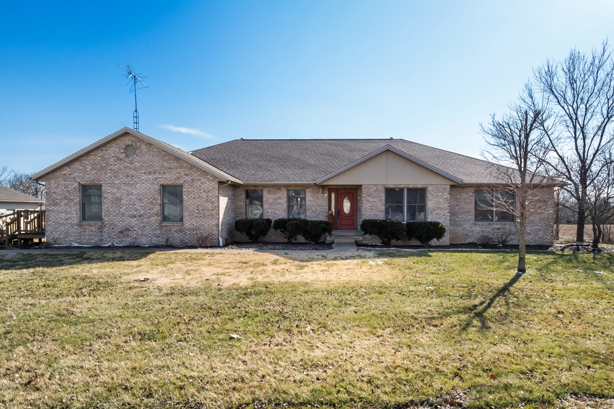 Country home for sale near Scott AFB