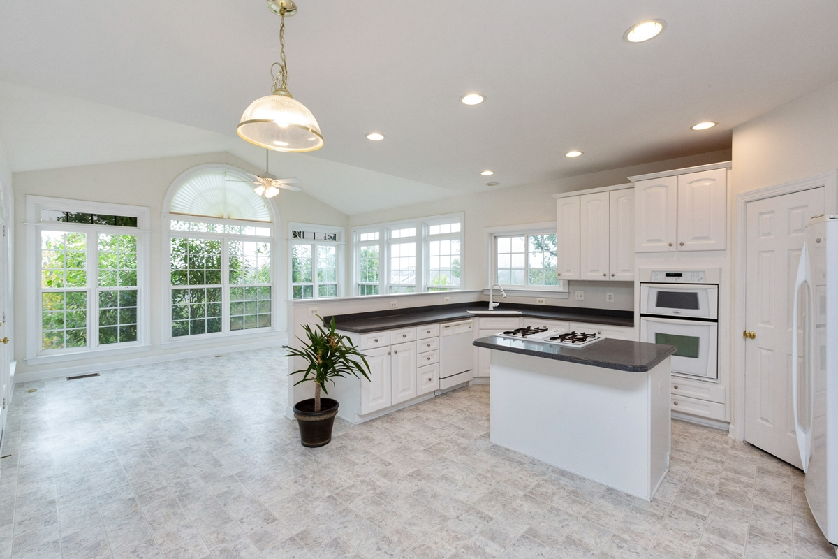 Lorton. Virginia, home for rent offers interior neutral finishes.