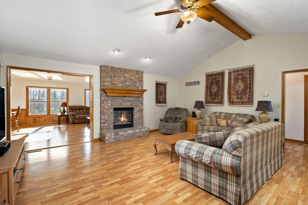 Open floor plan home for sale near Scott AFB
